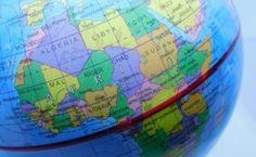 Enciclopedia Curiozitatilor - Curiozitati interesante din lume de la A la Z Giza, Palermo, Nepal, Globe, Speech Balloon