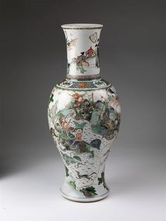 Vase, porcelain painted with overglaze enamels in the famille verte palette and gilded, China, Qing dynasty, Kangxi period (1662-1722). Height: 66 cm, Diameter: 27.9 cm. Salting Bequest, C.1276-1910 © Victoria and Albert Museum, London 2017.