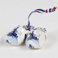 I used to have dozens of these. I used them with my Dutch Santa sculptures.