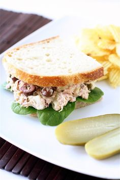 Change up your normal routine with Mediterranean Tuna Salad Tuna Recipes, Seafood Recipes, Cooking Recipes, Sandwich Recipes, Salat Sandwich, Soup And Sandwich, Mediterranean Tuna Salad, Mediterranean Recipes, Healthy Food List