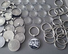 This supply pack has supplies for making 10 30mm antique silver key chain pendants with glass! Included with this kit: - 10 30mm antique silver keychain blanks - 10 matching heavyweight glass covers -