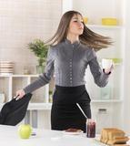6 μυστικά καριέρας φέρνουν ευτυχία Skirts, Fashion, Moda, Fashion Styles, Skirt, Fashion Illustrations, Gowns, Skirt Outfits