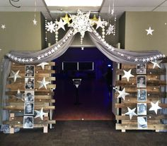 Prom Theme: Shining Stars Decorations: by Lynette Harper & Lindsay Swearingen - Daily Good Pin 8th Grade Graduation, Graduation Theme, Graduation Decorations, Star Decorations, School Dance Decorations, Banquet Decorations, Graduation Ideas, Dance Themes, Prom Themes