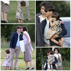 Actress - atriz - actriz - actor - ator - hair - cabelo - pelo - dark - escuro - oscuro - black - preto - negro - eye - ojo - blue - azul - beautiful - bonita - hermoso - moda - look - style - estilo - inspiration - inspiração - inspiración - fashion - dress - vestido - Burberry - baby - bebê - daughter - filha - hija - father - pai - padre - dad - papai - papá - mother - mãe - madre - mom - mamãe - mamá - happy family - família feliz - August - 2007 - Katie Holmes - Suri Cruise - Tom Cruise