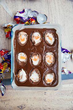 Creme Egg Slutty Brownies - The Londoner - Ladies and gentlemen! For my final recipe of Easter Week… …I give you… Creme Egg Slutty Brown - Cream Egg Brownies, Cheese Brownies, Easter Trail Mix, Baking Recipes, Dessert Recipes, Baking Ideas, Keto Recipes, Yummy Treats, Sweet Treats
