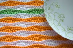 Summer Waves Placemat and Coaster - dress up your table this spring with this free crochet pattern!