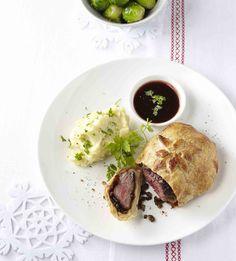 PLUS Supermarkt - Beef Wellington met rode-wijnsaus - Lees het recept in ons kerstmagazine.