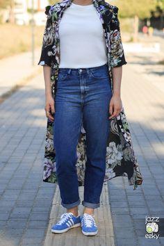 Thessaloniki, Street Fashion, Greece, Mom Jeans, Capri Pants, Street Style, Urban Fashion, Greece Country, Capri Trousers