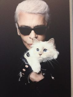 Shupette by Karl Lagerfeld for Shu Uemura 2014 Holiday Collection: Ending 2014 with the most unique collaboration between a makeup brand and a feline Karl Lagerfeld Choupette, Fendi, Celebrities With Cats, Celebs, I Love Cats, Cool Cats, Karl Otto, Men With Cats, Photo D Art