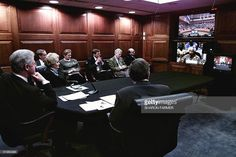 US President Bill Clinton (L) holds a tele-conference with former South African…
