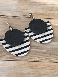 Faux leather earrings Round faux leather stud earrings Black image 1