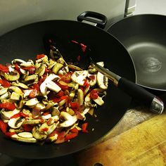 I finally got a new wok! I estimate I've made about 2,000 meals in my old Circulon wok which has now gone bald as you can see in the back of the photo. I'm trying out Scanpan, in action here making some mushroom & capsicum chicken. At half the price, let's see if this one lasts as well!  #thinkleanmethod #tlm#photooftheday #food #instafit #fitfam #diet #fitspo#inspo #healthyliving #cleaneating #motivation#igers #gym #workout #girl #balance #healthy#bikinibody #smile #laugh