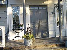 nya fönster i gammal stil - Sök på Google Double Front Entry Doors, Little Houses, Exterior Colors, Tile Design, Garden Inspiration, My House, Entryway, Sweet Home, New Homes