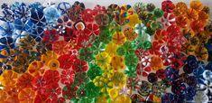 Blumen-Kunstwerk aus PET-Flaschen-Böden - einfacher als das Ergebnis vermuten lässt! Flower Artwork, Pet Bottle, Class Projects, Upcycle, Pets, Flowers, Painting, Material, Design