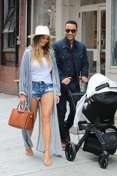 Pin for Later: Allow Chrissy Teigen to Show You Just How Versatile Denim Cutoffs Can Be Chrissy Teigen Wore Her One Teaspoon Cutoffs With a White Tee, Duster Coat, Heels, and a Fedora This is an outfit combo even Gigi Hadid's a fan of! Short Outfits, Casual Outfits, Summer Outfits, New York Spring Outfits, Denim Shorts Outfit Summer, High Waisted Shorts Outfit, Heels Outfits, Denim Cutoffs, Casual Chic