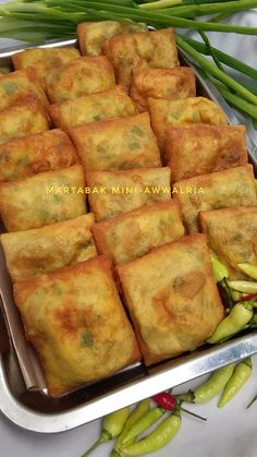 Martabak Telur Mini by Awwal Ria - Resep Jajanan Asian Desserts, Asian Recipes, Healthy Recipes, Ramadan Recipes, Malaysian Food, Cafe Food, Indonesian Food, Roti Recipe, Diy Food