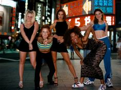 Spice Girls in Tokio, 1996 Viva Forever, 90s Fashion, Vintage Fashion, Emma Bunton, Geri Halliwell, Spice Girls, Girl Wallpaper, Female Singers, Spice Things Up