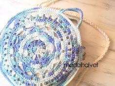 bolso crochet tutorial  #bolso ganchillo #bolso tutorial #bolso crochet patron Boho Crochet, Crochet Bags, Crystals, Projects, Instagram, Ideas, Crochet Earrings Pattern, Crochet Purses, Strands