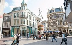 If you are visiting Arnhem and want to go on a shopping spree, you will be spoilt for choice in its beautiful historic city centre. Arnhem's city centre was voted the 'best inner city' in 2007 and 2009 for a reason! It has several well-known shopping streets like Roggestraat, Jansstraat, Vijzelstraat and Grote Oord, which feature both large chain stores and a huge variety of little shops and boutiques.