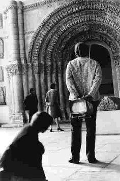 Robert Doisneau // Musée des Monuments Français, 1966. ( http://www.holdenluntz.com/artists/robert-doisneau