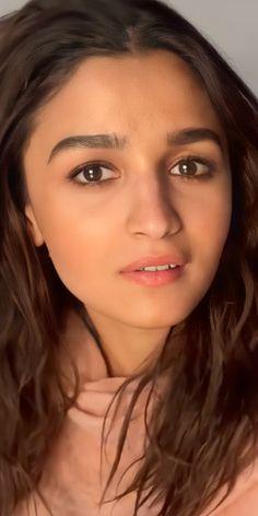 Indian Bollywood, Bollywood Actress, Creative Picture Ideas, Alia Bhatt Photoshoot, Aalia Bhatt, Alia Bhatt Cute, India Beauty, Heroines, Makeup Trends
