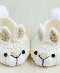 Best 11 Lets see…ballet slippers, add ears, a pompom tail & bows, and there you have Bunny slippers! Booties Crochet, Crochet Car, Crochet For Boys, Crochet Baby Booties, Crochet Slippers, Bunny Slippers, Baby Sewing, Baby Knitting, Crochet Projects