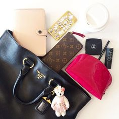 Instagram media misskms - Work essentials I hope you all have a fabulous Friday! What In My Bag, What's In Your Bag, Vuitton Bag, Louis Vuitton, School Bag Essentials, Inside My Bag, What's In My Purse, Divas, Minimalist Bag