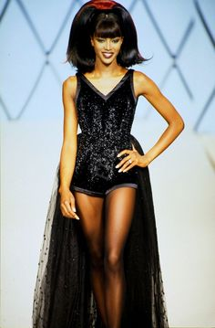 GUY LAROCHE FALL/WINTER 1995 MODEL : Naomi Campbell