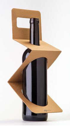 ZigPack is made of kraft cardboard (100 % recyclable), practical, green, environmentally sustainable and requires minimal storage space. ZigPack is based on the theory of three points of support and can hold and carry the bottle without any locking system. Red dot award winner 2013