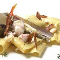 Paccheri con tartufi di mare, cannolicchi e calamaretti