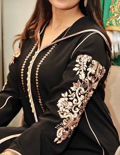 Rafinity haute couture Kaftan Abaya, Caftan Dress, Morrocan Fashion, Indian Fashion, Girl Fashion Style, Fashion Outfits, Estilo Abaya, Morrocan Kaftan, Abaya Fashion