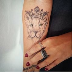 5 Things You Need To Know Before Getting Your First Tattoo - tatoo feminina Mutterschaft Tattoos, Mini Tattoos, Trendy Tattoos, Body Art Tattoos, Small Tattoos, Tattoos For Women, Tattos, Female Lion Tattoo, Lion And Lioness Tattoo