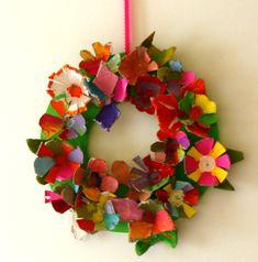 věnec z krabiček od vaje, papírový věnec,tvoříme s dětmi,  velikonoční věneček, jak vyrobit věnec, věneček na dveře, návod na věnec