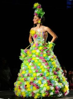 Macedonian school project: recycling garbage in something useful. This is made of straws and plastic lunchbag. Impressive! #recycling #dress