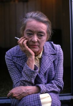 """Bette Davis on the set of """"Touch of Magic"""", the January 1970 episode of It Takes a Thief ABC) starring Robert Wagner. Awww she looks so sad! Golden Age Of Hollywood, Vintage Hollywood, Hollywood Glamour, Hollywood Actresses, Classic Hollywood, Actors & Actresses, Hollywood Star, Bette Davis Eyes, Divas"""