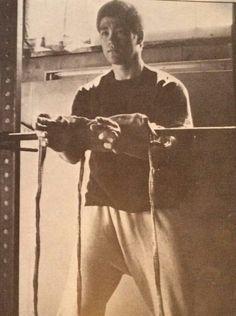 Bruce lee isometric training