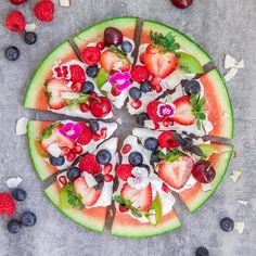 A watermelon pizza topped with even more yummy fruit puts regular 'za to shame. … A watermelon pizza topped with even more yummy fruit puts regular 'za to shame. Fruit Pizza Bar, Easy Fruit Pizza, Dessert Pizza, Fruit Food, Kiwi Dessert, Fruit Jello, Fruit Slime, Pizza Pizza, Fruit Snacks