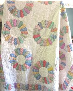 Vintage 1930s Dresden Plate Quilt