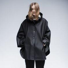 Stutterheim Öland cape in black