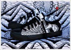 Jenny Patsy: Paire de basket basses style Converse customisée avec du tissu Wax  Édition limitée , très peu de modèles disponibles (Du 37 au 41)  Compte tenu de la largeurs des motifs, les modèles peuvent varier.  Les baskets taillent justes, prenez votre pointure habituelle.  Toutes les baskets sont customisées à la main. Les matériaux utilisés sont de qualité et les finitions soignées…