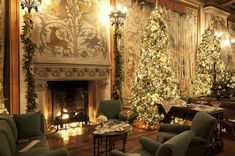 Tapestry Gallery at the Biltmore House displays holiday decorations. [Photo: The Biltmore Company]
