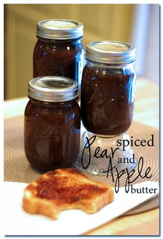 Spiced Apple and Pear Butter via @Amber | Bluebonnets & Brownies