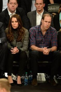 December Prince William and Kate, the Cambridges, Visit to the USA. The Duke and Duchess of Cambridge with the same facial expression. William Kate, Prince William And Catherine, Lady Diana, Duke And Duchess, Duchess Of Cambridge, Principe William Y Kate, Estilo Kate Middleton, Princesa Kate Middleton, Prinz Harry