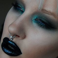 Details in previous pic! #makeup #anastasiabeverlyhills #anastasianordics #norvina #makeuplover #liphybrid #lips #eyeshadow #septum #septumjewelry #eyemakeup #wakeupandmakeup #makeupfanatic1 #blendthatshit #beatthatface #dressyourface #glitter #makeuplife #makeupjunkie #motd #lotd #makeupoftheday Web Instagram User » Collecto