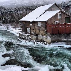 Ti minusgrader, men elva Visa er fortsatt åpen. Om fire måneder blir det #rafting fra Lom