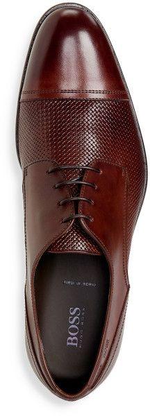 Zapato prusiano en doble cuero texturado y con puntera. Clasico pero novedoso…