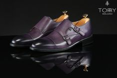 Torry Milano shoes are handmade from natural leather. They are made from a soft leather which gives them a unique design and a very refined elegance, being unique models. Handcrafted Italian Fashion Leather Shoes For Men Natural Leather, Soft Leather, Italy Fashion, Mens Fashion, Luxury Mens Clothing, Men's Shoes, Dress Shoes, Luxury Shoes, Leather Loafers