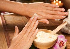 Consiente a tus #manos con un #tratamiento de glicerina con limón, te quedarán muy tersas.