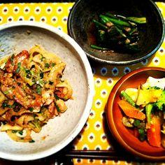 昼につづいて夜もせせりを消費… - 40件のもぐもぐ - せせりと蓮根のネギ塩焼、牡蠣と温野菜のサラダ、ほうれん草のお浸し by hanamomo