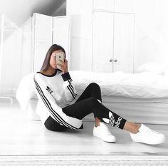 Un outfit perfecto en tonos blanco y negro para el gimnacio. :)